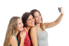 Adolescentes que fotografam com câmera do smartphone Fotografia de Stock Royalty Free