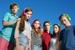 Adolescentes que fruncen el ceño Fotografía de archivo libre de regalías