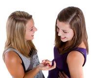 Adolescentes que hablan y que ríen Foto de archivo