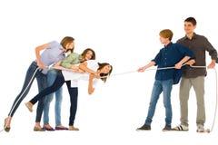 Adolescentes que juegan el tirón del wa Foto de archivo libre de regalías