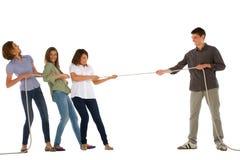 Adolescentes que juegan el tirón del wa Fotografía de archivo libre de regalías