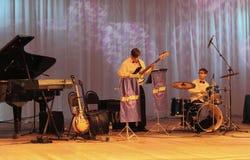 Adolescentes que juegan jazz Fotos de archivo libres de regalías