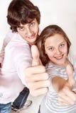 Adolescentes que muestran OK Fotografía de archivo libre de regalías