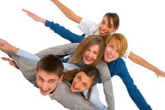 Adolescentes que ponen en pila Foto de archivo libre de regalías