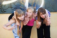 Adolescentes que se divierten Imagen de archivo libre de regalías