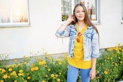 Adolescentes que têm um partido fotografia de stock royalty free