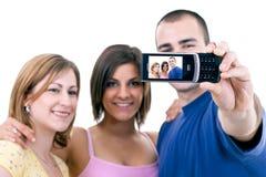 Adolescentes que tomam fotos engraçadas foto de stock