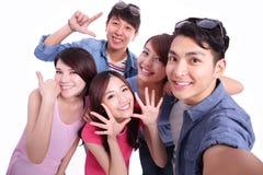 Adolescentes que toman imágenes solo Foto de archivo