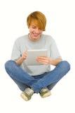 Adolescentes que usan la tablilla Imagen de archivo