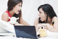 Adolescentes surpreendidos Imagens de Stock