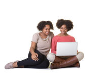 Adolescenti ad un computer fotografie stock libere da diritti