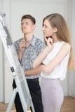 Adolescenti che lavorano al disegno proiettivo Fotografie Stock Libere da Diritti