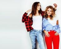 Adolescenti che si divertono insieme, posare dei migliori amici emozionale Fotografie Stock