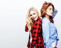 Adolescenti che si divertono insieme, posare dei migliori amici emozionale Immagine Stock Libera da Diritti