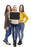 Adolescenti che tengono una lavagna Immagine Stock Libera da Diritti