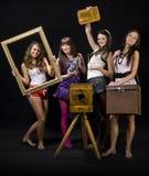 Adolescenti con la macchina fotografica Fotografia Stock
