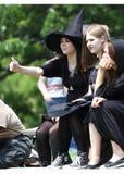 Adolescenti in costume per la rinascita giusta Fotografia Stock
