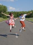 Adolescenti di salto Immagine Stock