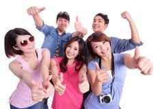 Adolescenti felici che prendono le immagini Fotografie Stock