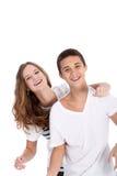 Adolescenti giovani di risata che hanno divertimento Fotografie Stock