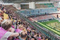 50 000 adolescenti partecipano ad una cerimonia religiosa allo stadio di San Siro a Milano, Italia Immagine Stock