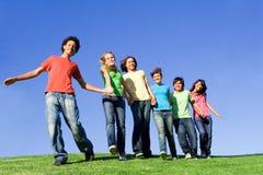 Adolescenti sorridenti felici Fotografia Stock