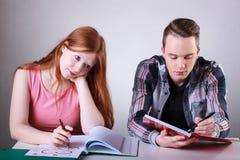 Adolescents avec des difficultés scolaires Image libre de droits
