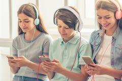 Adolescents avec des instruments Photographie stock