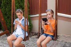 Adolescents avec des instruments Photo stock
