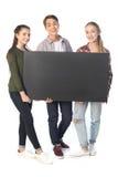 Adolescents avec la bannière vide d'isolement sur le blanc Photos libres de droits