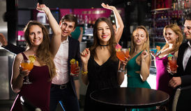 Adolescents célébrant la fin de la session Photos stock