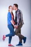 Adolescents dans l'amour images stock