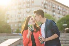Adolescents dans l'amour une date Image libre de droits