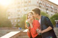 Adolescents dans l'amour une date Photo libre de droits