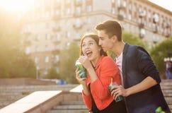Adolescents dans l'amour une date Photos libres de droits