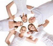 Adolescents heureux traînant ensemble Photos stock