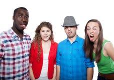 Adolescents souriant et ayant l'amusement Image stock