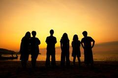 Adolescents sur la plage Photos stock