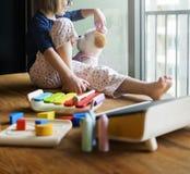 Adoleszenz-Puppen-Kinderkindergarten, der Mädchen-Konzept lernt Lizenzfreie Stockfotos