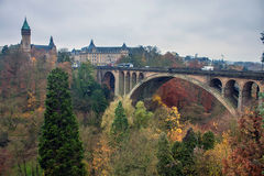 Adolphe-Brücke in Luxemburg Stockfotos