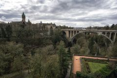 Adolphe-Brücke und petrusse Tal Lizenzfreie Stockfotografie