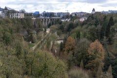 Adolphe-Brücke und petrusse Tal Lizenzfreie Stockfotos