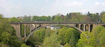 Adolphe Bridge i den Luxembourg staden arkivbild