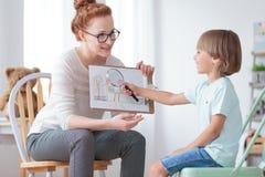 Adopción del niño y concepto de familia Imagen de archivo libre de regalías