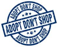 Adopt mettent le timbre rond bleu de boutique du ` t Illustration Libre de Droits