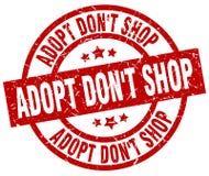 Adopt mettent le timbre rouge rond de boutique du ` t Illustration Libre de Droits