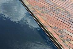Adoquines y agua superficial en la sol Fotografía de archivo libre de regalías