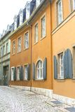 Adoquines y casas antiguas en la ciudad de la UNESCO de Weimar Imagen de archivo libre de regalías