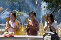Adoração do templo do Taoist - Hong Kong fotografia de stock royalty free