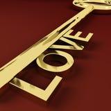 Adoração e romance de representação chaves do amor Fotografia de Stock